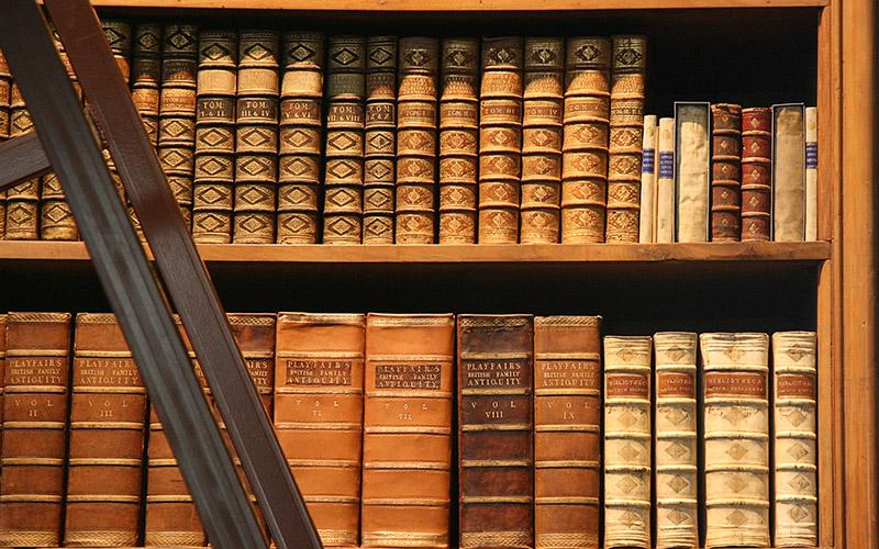 Bibliothèque, étagère de livres anciens